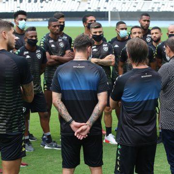 Com uma troca para fazer na lista de inscritos na CBF, Botafogo define volante como prioridade