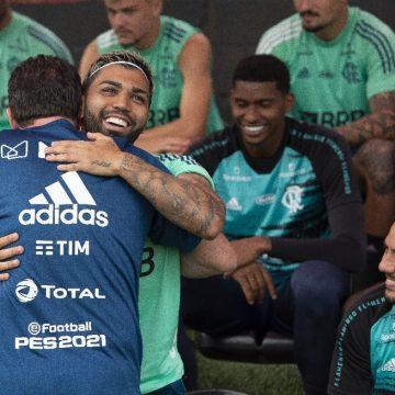 Com bate-papo e sorrisos, Rogério Ceni comanda primeiro treino no Flamengo