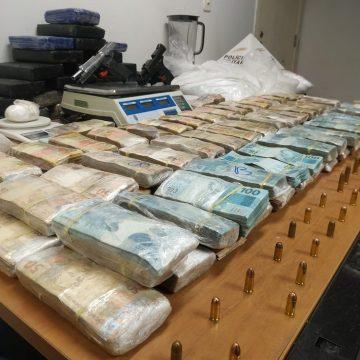 PM descobre esconderijo do tráfico na Grande BH e apreende quase R$ 1 milhão em dinheiro
