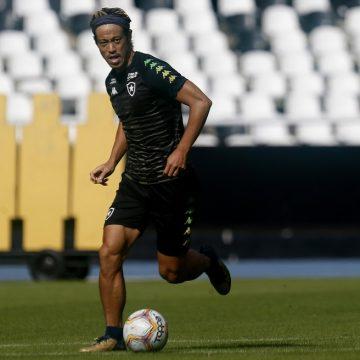 """Honda apara arestas no Botafogo, mas mantém cobrança: """"Não sou apenas funcionário"""""""