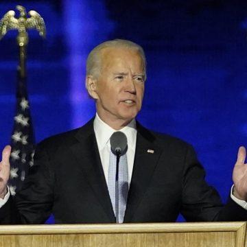 'Que esta era sombria de demonização nos EUA comece a acabar aqui e agora', diz Biden em discurso da vitória