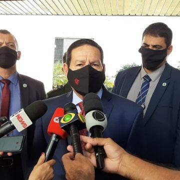 'É figura de retórica', diz Mourão sobre Bolsonaro defender 'pólvora' para evitar sanções