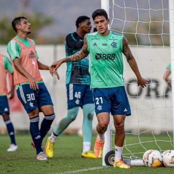 Pedro se aproxima de retorno ao Flamengo, que mantém precaução em avaliação diária com Rodrigo Caio