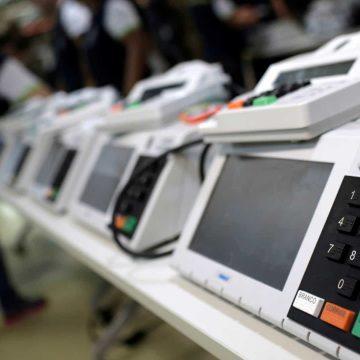 TRE-RJ faz sorteio de 15 urnas que vão passar por auditoria