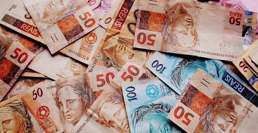 IOF volta a ser cobrado nesta sexta-feira e vai encarecer empréstimos. Veja o impacto