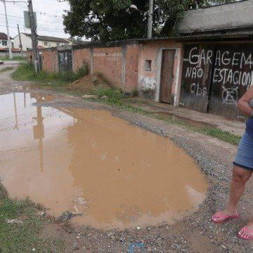 Bairros periféricos de Nova Iguaçu sofrem sem esgoto, pavimentação e iluminação pública