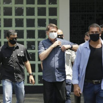 Bolsonaro vota sob forte esquema de segurança na Vila Militar (RJ)