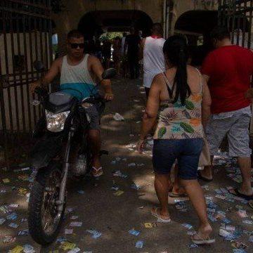Berço de milícias, Zona Oeste do Rio tem boca de urna e santinhos pelas ruas