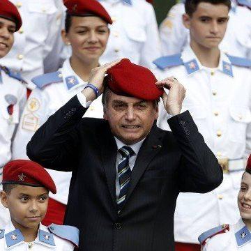 Após Bolsonaro falar em 'pólvora' contra EUA, memes ironizam capacidade do Exército Brasileiro