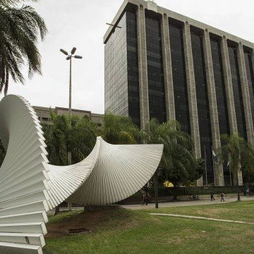Prefeitura do Rio convoca servidores para retorno presencial; grupo de risco para a Covid-19 seguirá em trabalho remoto