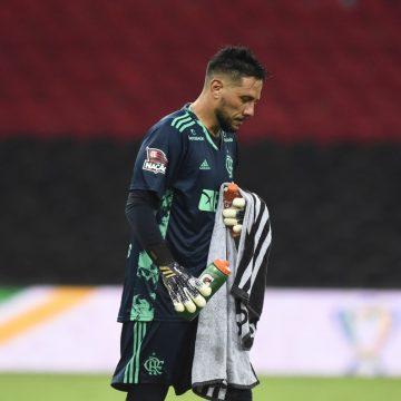 Diego Alves rechaça redução de 60% em acordo inicial e se abre ao mercado; Flamengo avalia impasse