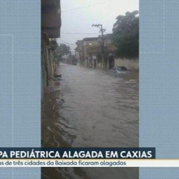Chuva forte alaga ruas de cidades da Baixada Fluminense e inunda UPA pediátrica em Caxias