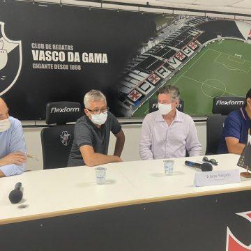 """Salgado promete time forte no Vasco e revela dificuldade em manter Benítez: """"Nenhuma sinalização positiva"""""""