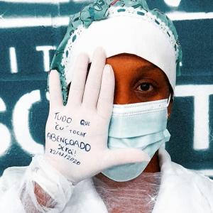 Foto de profissional de saúde do polo de saúde de Mesquita viraliza