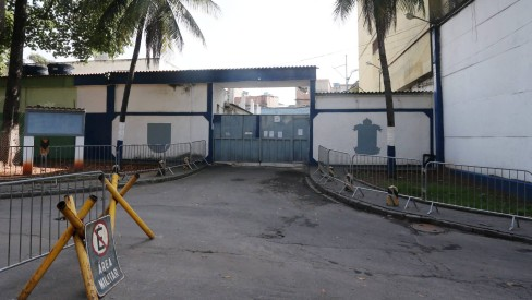Mesmo algemado, preso pula do terceiro andar e foge de cadeia no Rio