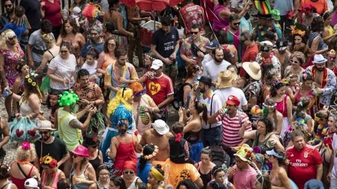 Paes descarta carnaval no meio do ano: 'Algo impossível de se fazer nesse momento'