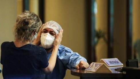 Governador do AM decreta toque de recolher em meio a aumento de casos de Covid-19 e falta de oxigênio hospitalar