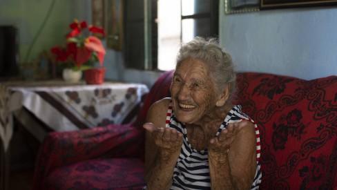Idosa de 108 anos abre mão de vacina no interior do Rio: 'Deixo para quem pode viver mais'