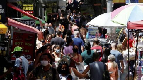 Denúncias de aglomeração aumentam 32% no Rio após início da campanha de vacinação contra Covid-19