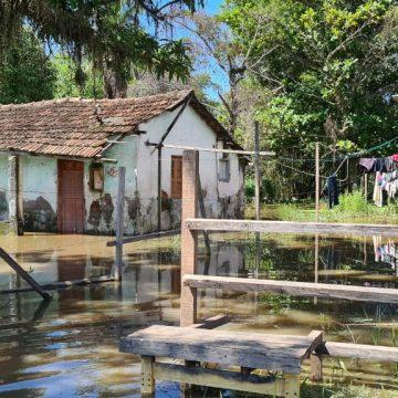 Empresa no bairro Marajoara teria aterrado manilhas na localidade e população sofre com alagamentos