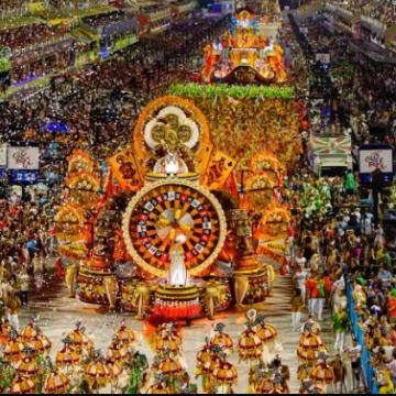 Governador Cláudio Castro sanciona projeto de lei que prevê carnaval fora de época no RJ