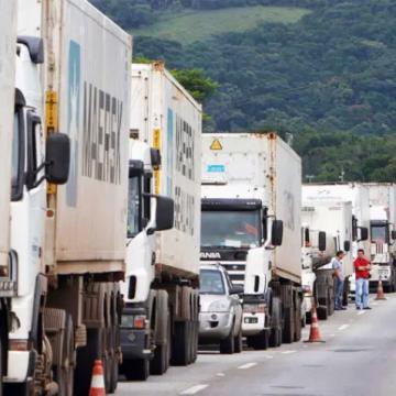 """Fato:""""Greve dos caminhoneiros marcada para 1º de fevereiro ganha apoio da CNTTL"""""""