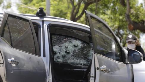Ex-PM e segurança são baleados dentro de carro na Barra da Tijuca neste sábado