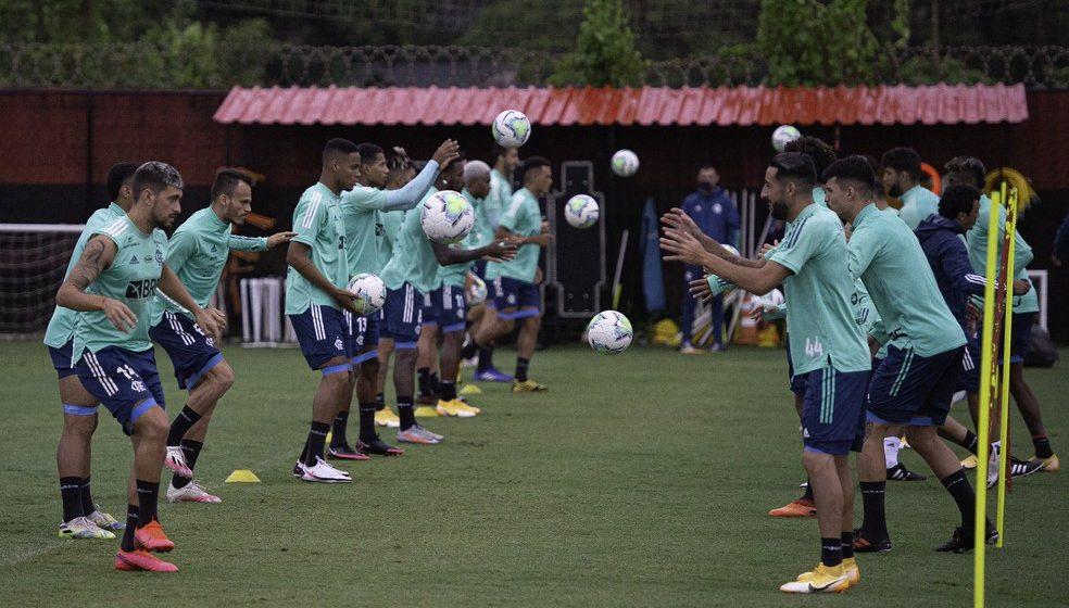 Flamengo retoma treinos de olho no clássico com Flu, e Diego Alves faz apenas tratamento na coxa