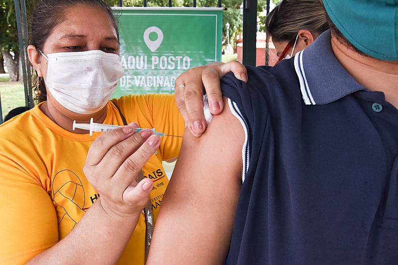 Políticos , empresários e funcionários públicos furam a fila e recebem vacina CORONAVAC mesmo não sendo de grupos prioritários