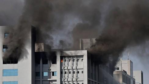 Incêndio afeta fábrica de vacinas indiana responsável por doses destinadas ao Brasil