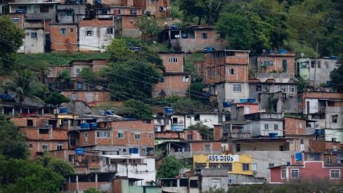 Moradores de Quintino passaram a madrugada ao som de tiros; PM atua na região
