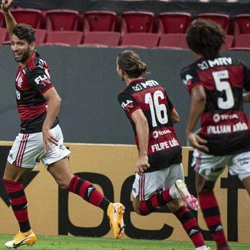 Mengão bate o Palmeiras e chega à terceira colocação no Brasileirão