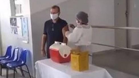 Ministério Público investiga denúncias de fura fila na vacinação contra Covid-19