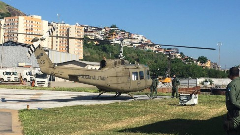 Doses da CoronaVac são enviadas para municípios do Rio com auxílio de helicópteros