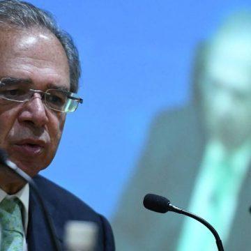 Bolsonaro se referiu ao setor público ao falar que o 'Brasil está quebrado', diz Guedes