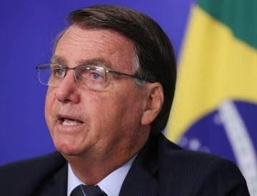 Bolsonaro passa a defender vacina e compra por empresa