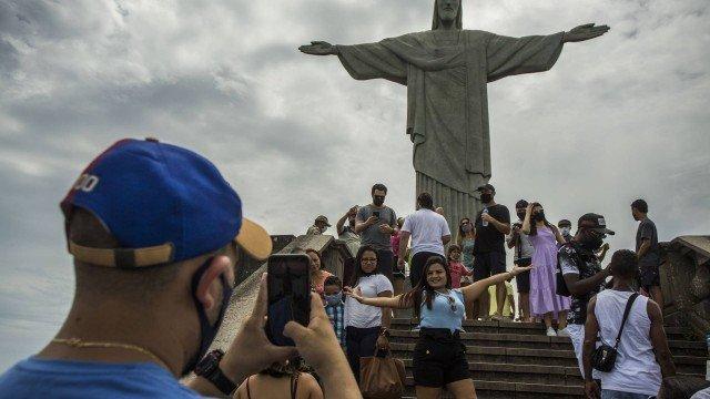 Mortes por Covid-19 no Brasil aumentaram 64% de novembro para dezembro