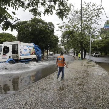 Rio entra em estágio de atenção devido à chuva, e alagamentos marcam início do governo de Eduardo Paes