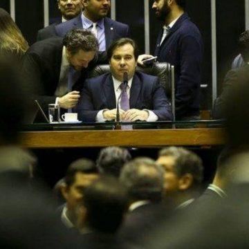 'Bolsonaro é covarde', diz Rodrigo Maia nas redes sociais