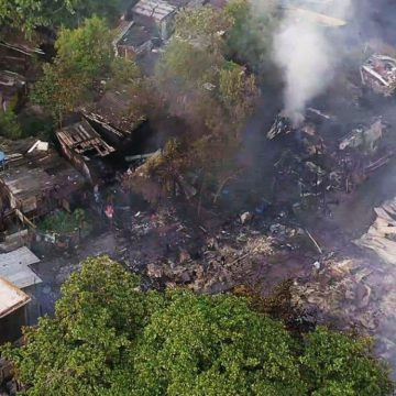 Incêndio destrói barracos em colônia de Pescadores em São Gonçalo