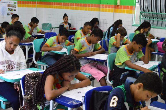 Início do processo de inscrição de alunos candidatos às vagas nas redes de ensino municipal de Queimados começa dia 8