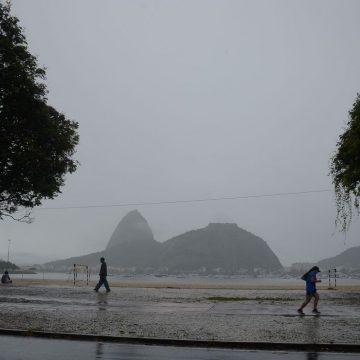 Frente fria chega ao Rio nesta sexta-feira com previsão de chuvas fortes