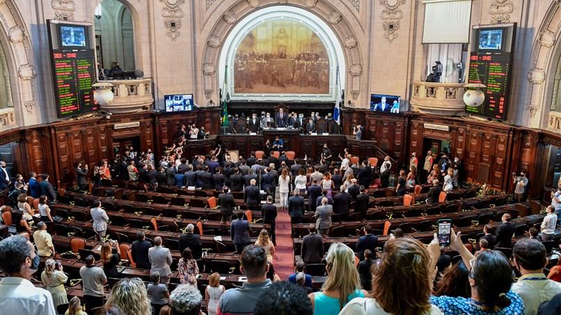 """FATO:""""Deputados registram mais de 30 projetos no primeiro dia de legislatura""""; veja aqui alguns"""