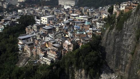 Moradores relatam intenso tiroteio no Morro da Formiga, na Tijuca