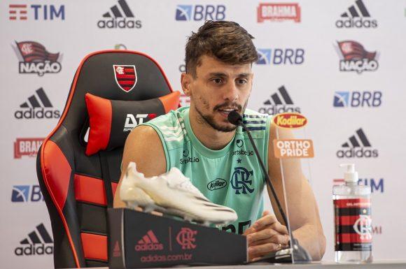 Rodrigo Caio garante presença na decisão e vê Flamengo melhor do que em duelos anteriores