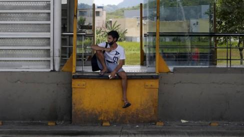 Em dia de paralisação, passageiros do BRT reclamam de transporte precário e falta de planejamento: 'Sem esperança'
