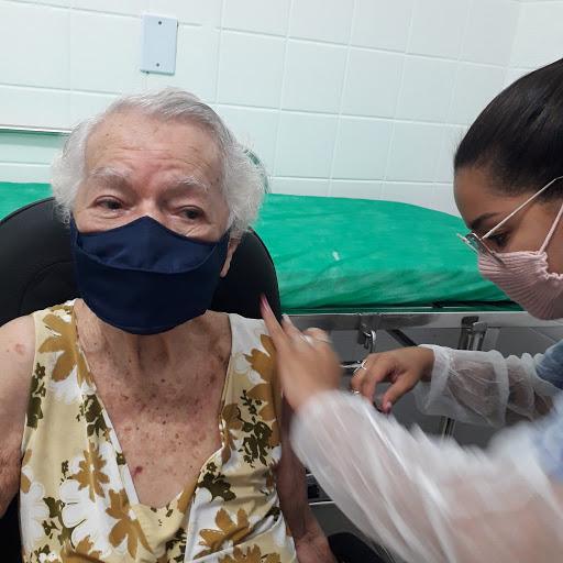 Vacina para covid-19 em Mesquita: idosos acima de 75 anos entram no calendário