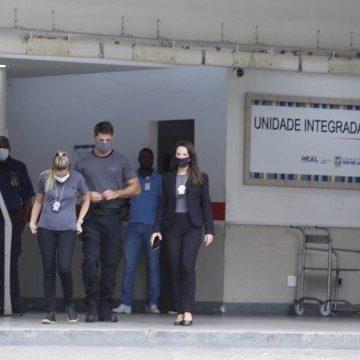 Polícia faz operação em Niterói contra suspeitos de furar fila da vacinação contra a Covid-19