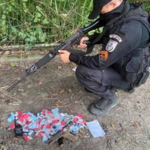 Suspeito é baleado durante tiroteio no Parque Chuno, em Caxias