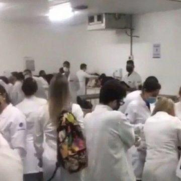 Alerta:'Aluno de universidade do Rio faz denúncia sobre lotação em sala de aula: 'Somos forçados a ir'